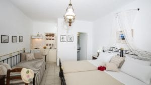 Triple Studio_TwinBeds_FloraGeronti_Anopetali_Sifnos